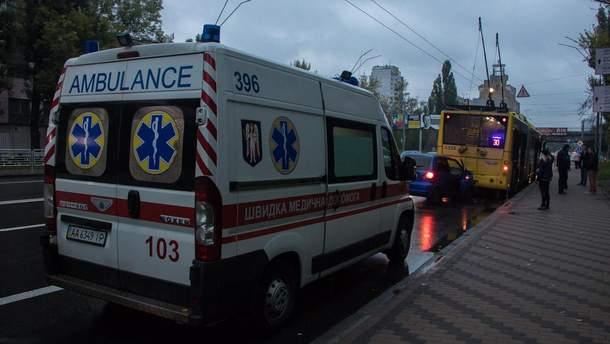 У Києві авто влетіло у тролейбус