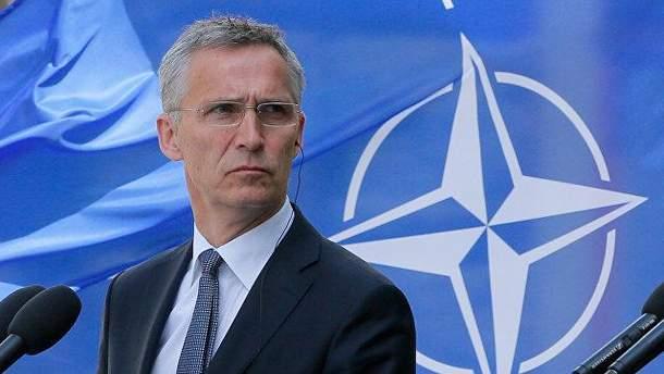 НАТО выступает за политический диалог с Россией
