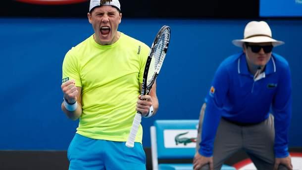 Илья Марченко вышел в четвертьфинал турнира в Алматы
