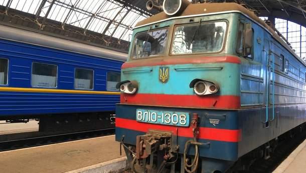 Поезд № 120 Львов – Запорожье задерживается из-за смерти пассажирки.