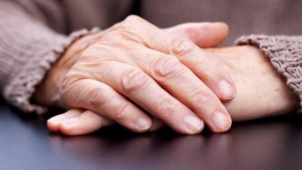 У половини жінок і третини чоловіків розвивається деменція або хвороба Паркінсона