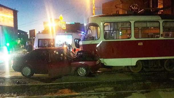 ДТП в Харькове с легковушкой и трамваем