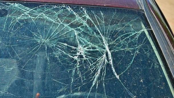 Хулигану, который разрушил более 40 автомобилей в Днепре, – 61 год