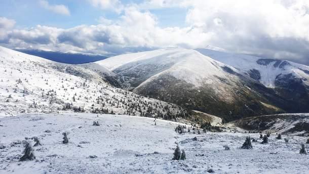 """Гірськолижний курорт """"Драгобрат"""" засипало снігом"""