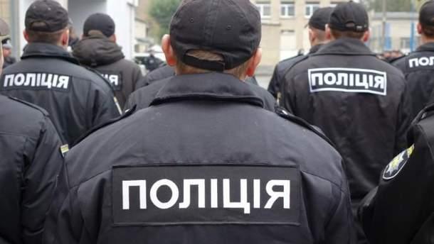 В Харькове полицейские издевались над пассажиров метро: видео 18+