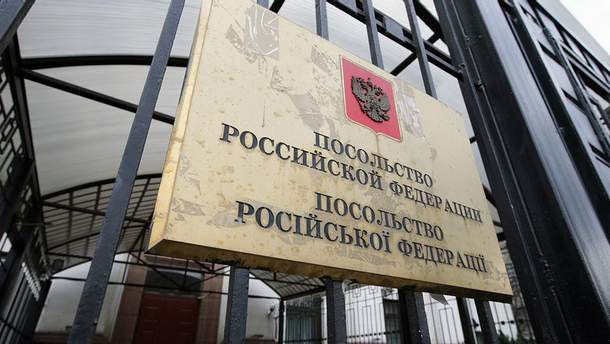 Україна не буде закривати консульства Росії