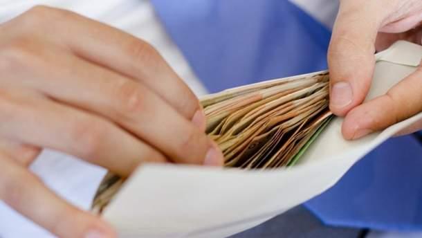 8 мільйонів українців досі отримують зарплати у конвертах