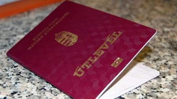 Наявність угорських паспортів у закарпатських чиновників пообіцяли перевірити