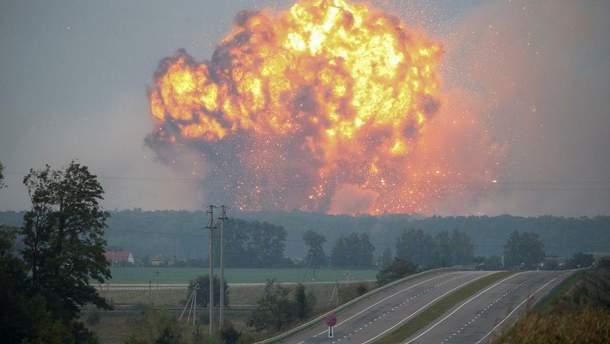 Пожежу біля Ічні локалізували на третину,  але вибухи лунають досі