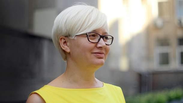 Ведуча відмовилась спілкуватись українською мовою в прямому ефірі: виник скандал (відео)