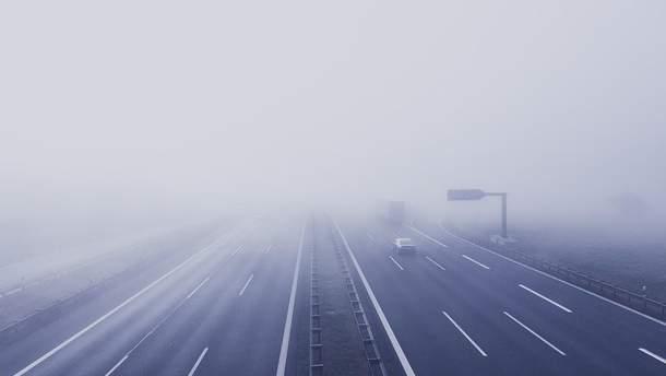 Через туман у Сербії зіткнулися понад 30 автівок та вантажівки