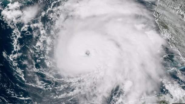 """Трамп ввел режим чрезвычайного положения во Флориде из-за урагана """"Майкл"""""""
