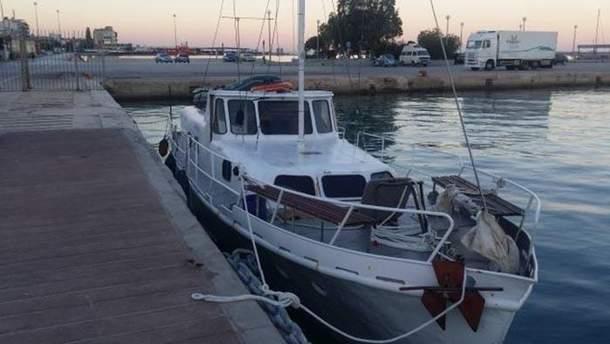 Украинская яхта, которую задержали с беженцами