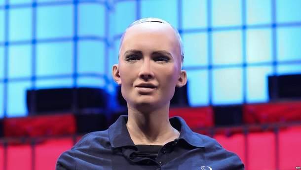 Робот София приехала в Киев