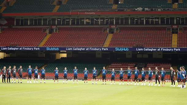 Сборная Испании на стадионе в Кардиффе