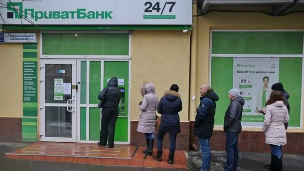"""В """"Приватбанке"""" предупредили о длительной приостановке работы"""