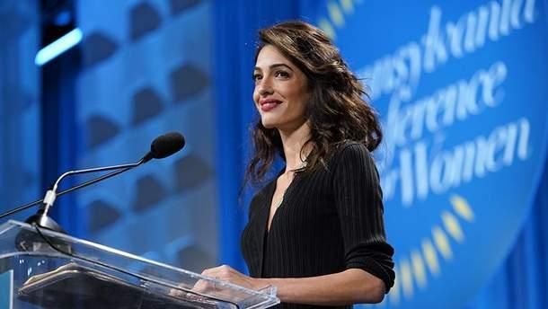Амаль Клуни на конференции