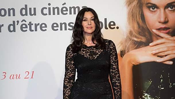 54-летняя Моника Белуччи надела роскошное кружевное платье  фото ... bd60ce783d4