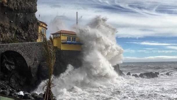 """Из-за урагана """"Лесли""""пострадали 27 человек"""