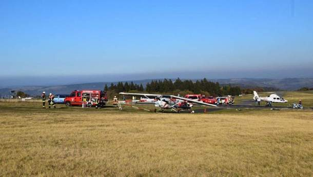 У Німеччині літак при спробі посадки збив насмерть трьох людей