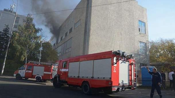 В центре Киева горит завод