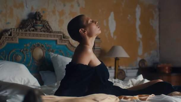 Дизайнер Стелла Маккартни запустила кампанию против рака груди