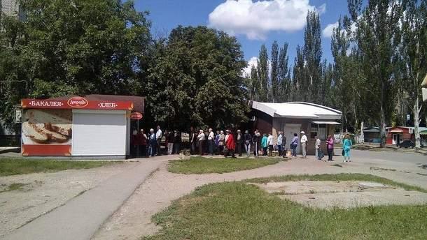 Очереди и пустота – символы новой жизни в Луганске