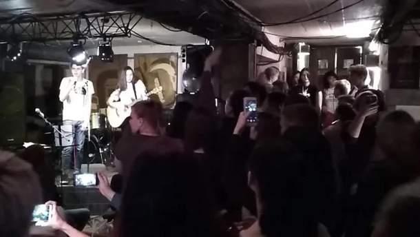 """В оккупированном Донецке прошла массовая кавер-вечеринка """"Океана Эльзы"""""""