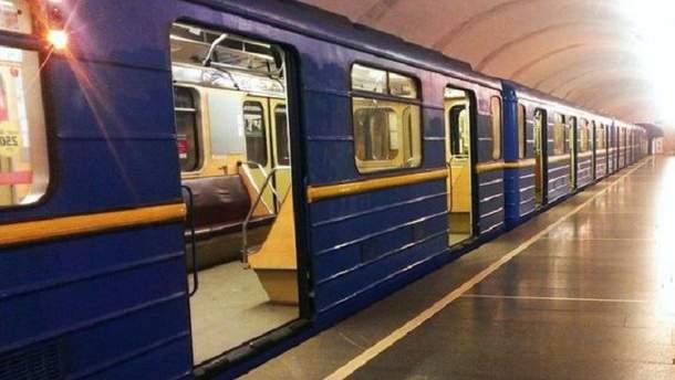 У київському метро розпилили невідому речовину