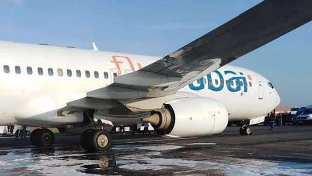 """В аэропорту Одессы во время взлета у самолета """"Одесса-Дубай"""" задымилось шасси: пассажиры эвакуированы, рейс задержан"""