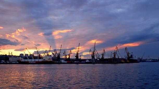 Агресія Росії у Азові може призвести до загибелі Маріупольского та Бердянського портів, – економіст Юрій Смілянський
