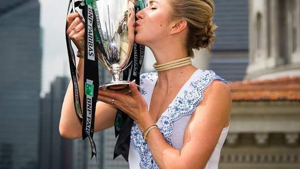 Еліна Світоліна і її трофей