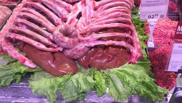В Фастове из мяса выложили странную композицию
