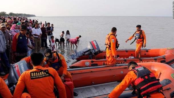 Рятувальники знайшли перші тіла жертв авіакатастрофи в Індонезії