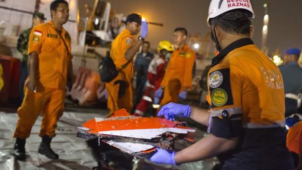 Катастрофа літака Boeing 737 в Індонезії: триває пошукова операція