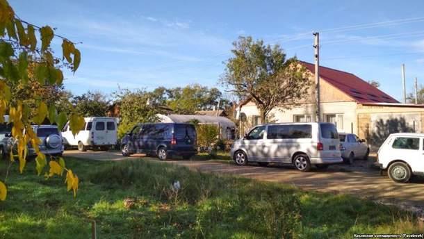 Силовики ФСБ РФ устроили обыск в доме крымских татар