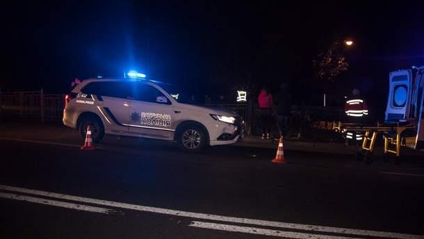 В Киеве полицейские сбили мужчину, ограбившего прохожего
