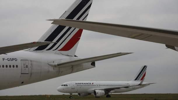 У аеропорту Руассі – Шарль-де-Голль у Парижі зіткнулися два пасажирських літаки: ніхто не постраждав