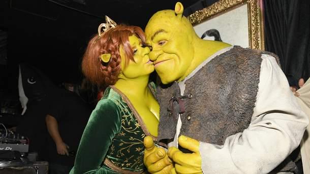 Хайди Клум в костюме тролля принцессы Фионы и Том Каулитц в костюме Шрека
