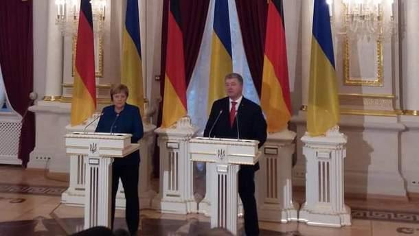 Ангела Меркель и Петр Порошенко на совместном брифинге в Киеве