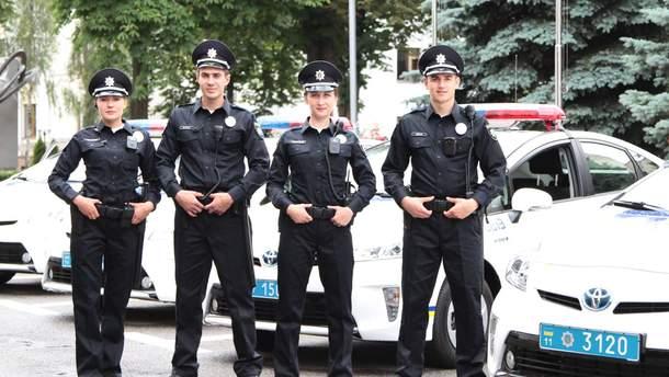 Полицейским и спасателям поднимут зарплаты