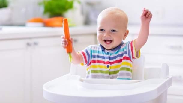 Чи можна давати малюкам гризти тверді фрукти