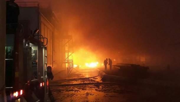 Під Одесою спалахнула пожежа на маслопереробному заводі