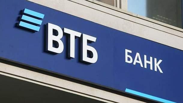 ВТБ ввел комиссию и лимиты на снятие наличных