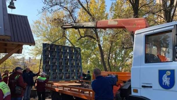 У Києві демонтували пам'ятник Героям Небесної Сотні