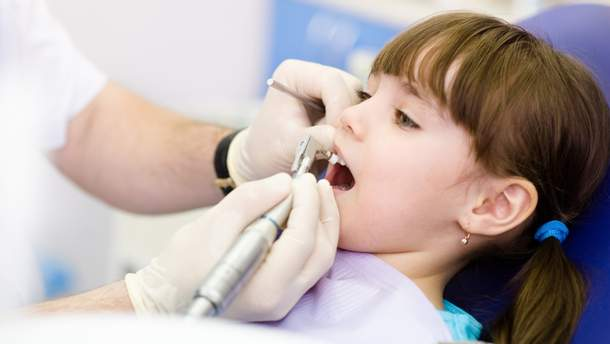 Коли дітям потрібно герметизувати зуби