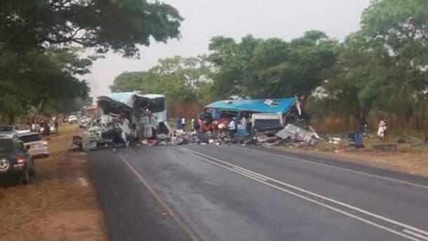 У Зімбабве через зіткнення двох автобусів загинули 47 людей, ще 70 постраждали