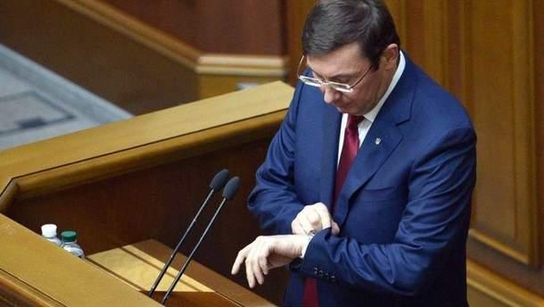 Чи підпише заяву Луценка президент?