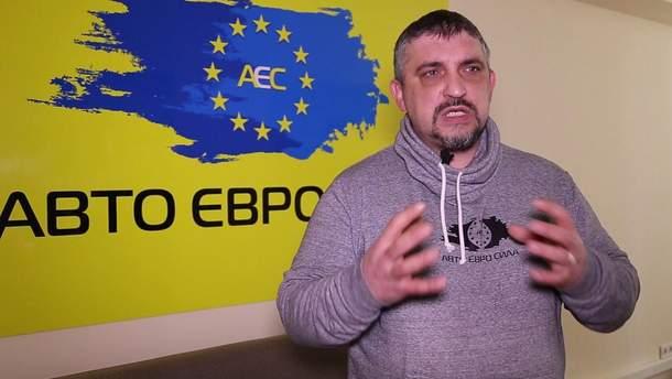"""Лідер """"Авто Євро Сили"""" Олег Ярошевич спалив своє авто як незгоду із ситуацією щодо авто на єврономерах в Україні"""