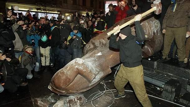 Куда в Украине деваются поваленные памятники Ленину